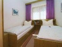 02-Einzelbettzimmer.jpeg
