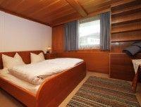 schlafzimmer-1-fewo.jpg